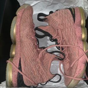 Lebron 15 pink used